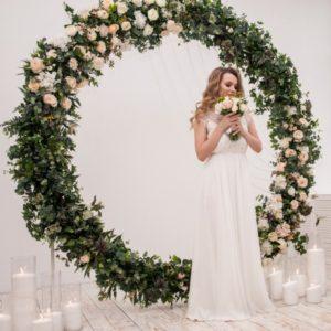 Круглая арка из цветов