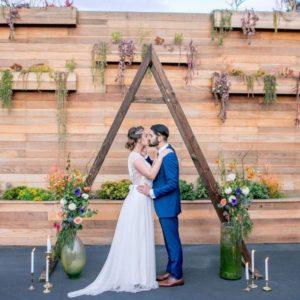 Треугольная деревянная арка